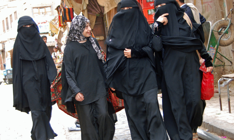 covered_women_souk